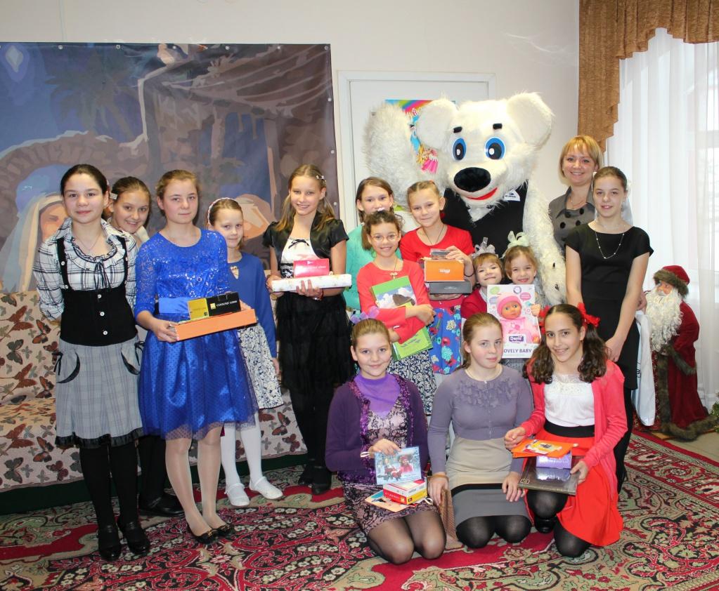 Поздравление воспитанниц Православного детского дома «Покров»